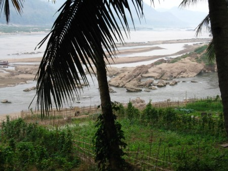 Mündung des Nam Khan (vorn) in den Mekong