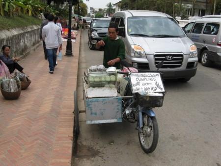 wohlschmeckende Dampfnudeln auf laotisch