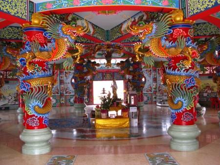 Blick in die chinesische Pagode, in der es vollkommen anders aussieht als in den thailändischen Tempel