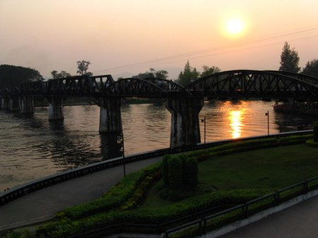 "Sonnenuntergand an der ""Brücke am Kwai"""